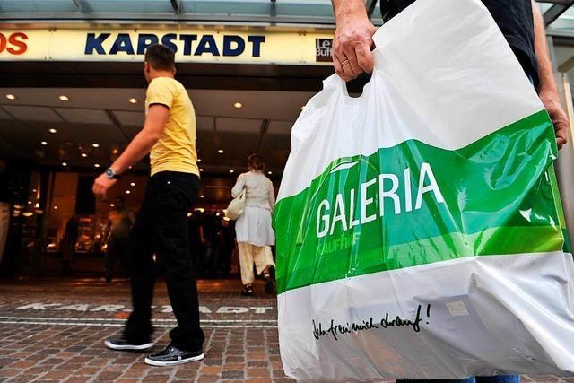 Beschäftigte bei Kaufhof und Karstadt wissen nicht, wie es weiter geht