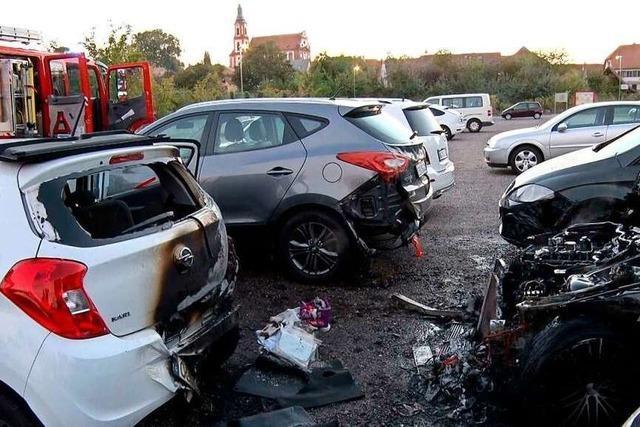Fünf Autos standen in Ettenheim in Flammen – ein Mercedes ausgebrannt