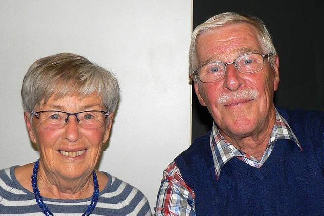 Ehepaar holt sich beim Turnverein Rheinfelden das 50. Sportabzeichen
