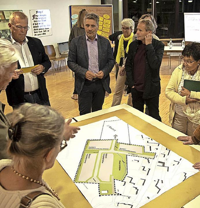 Bei der zweiten Planungswerkstatt zum ... tauschten sich Bürger und Planer aus.    Foto: Volker Münch