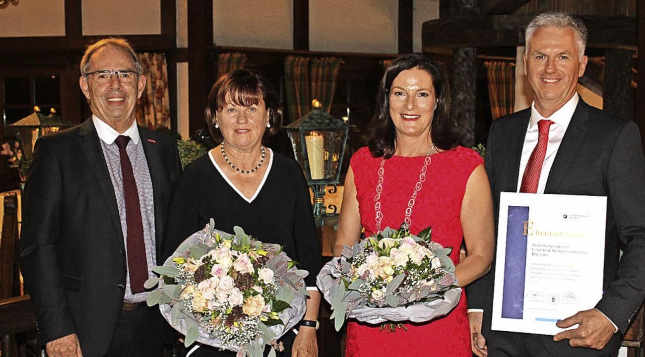 Gotthard Reiner, Präsident der Handwer...ser die Jubiläumsurkunde (von links).     Foto: Cornelia Liebwein