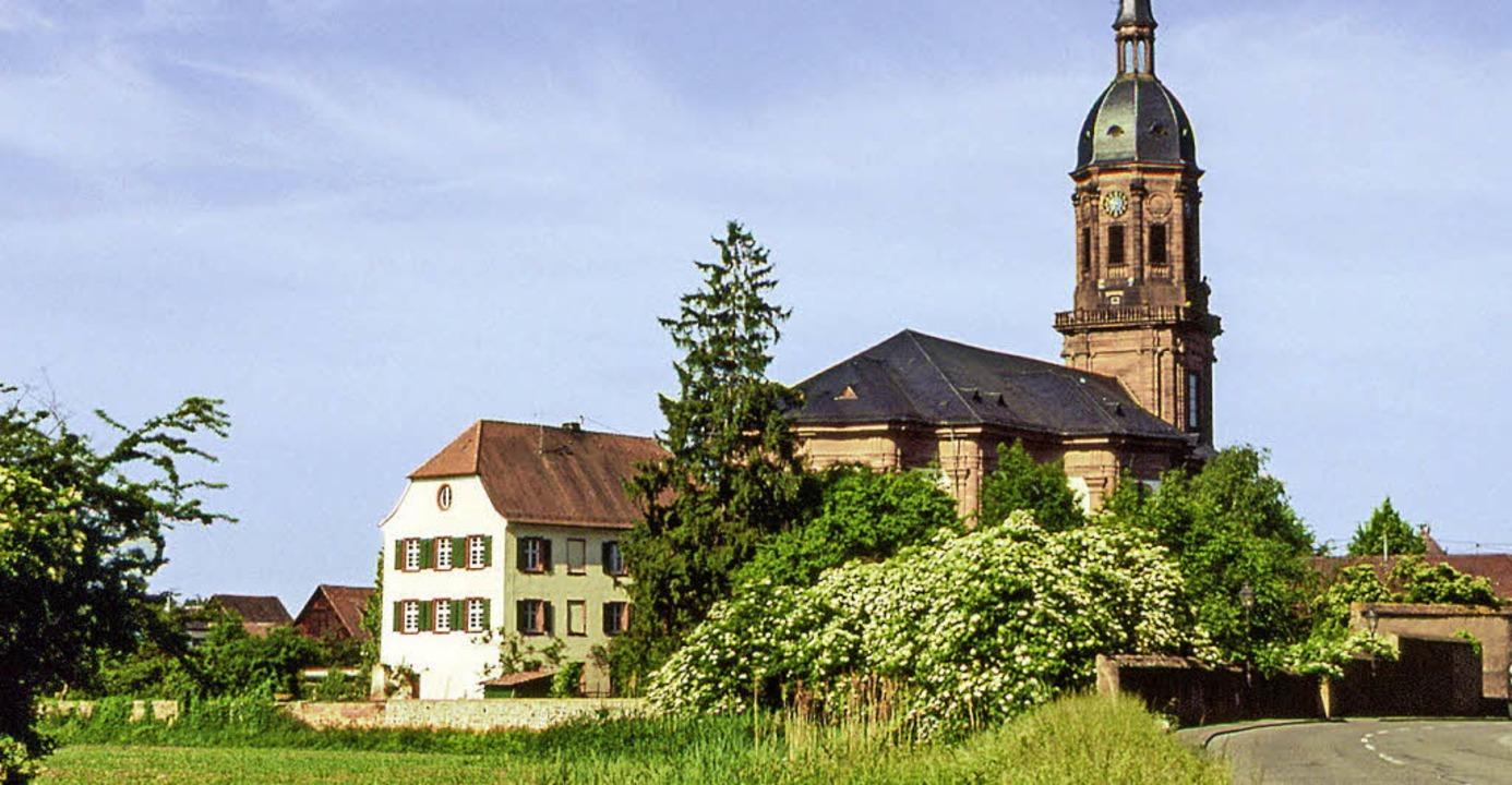 Das Pfarrhaus neben der Klosterkirche ... von Konrad Röderer aus dem Jahr 2000   | Foto: <BZ-FotoRepro>Repro: Ekkehard Klem