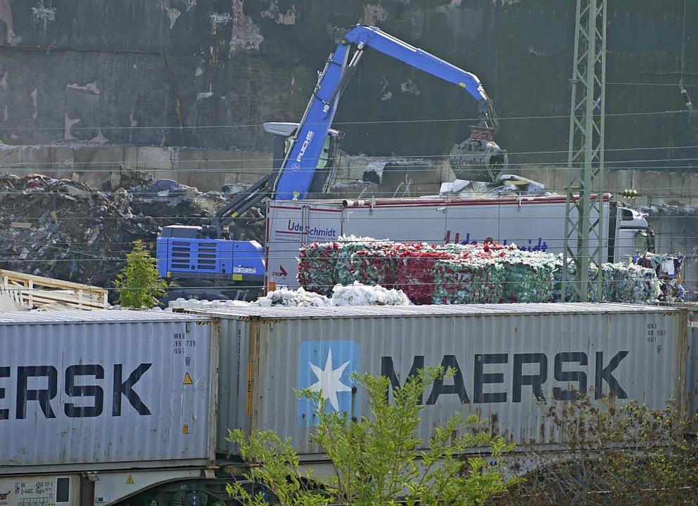 Für Efringen-Kirchens Bürgermeister Sc... der  Recyclingfirma Kühl   wichtig.      Foto: Langelott