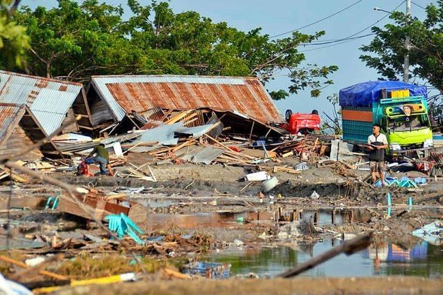 Mehr als 380 Tote nach Tsunami in Indonesien