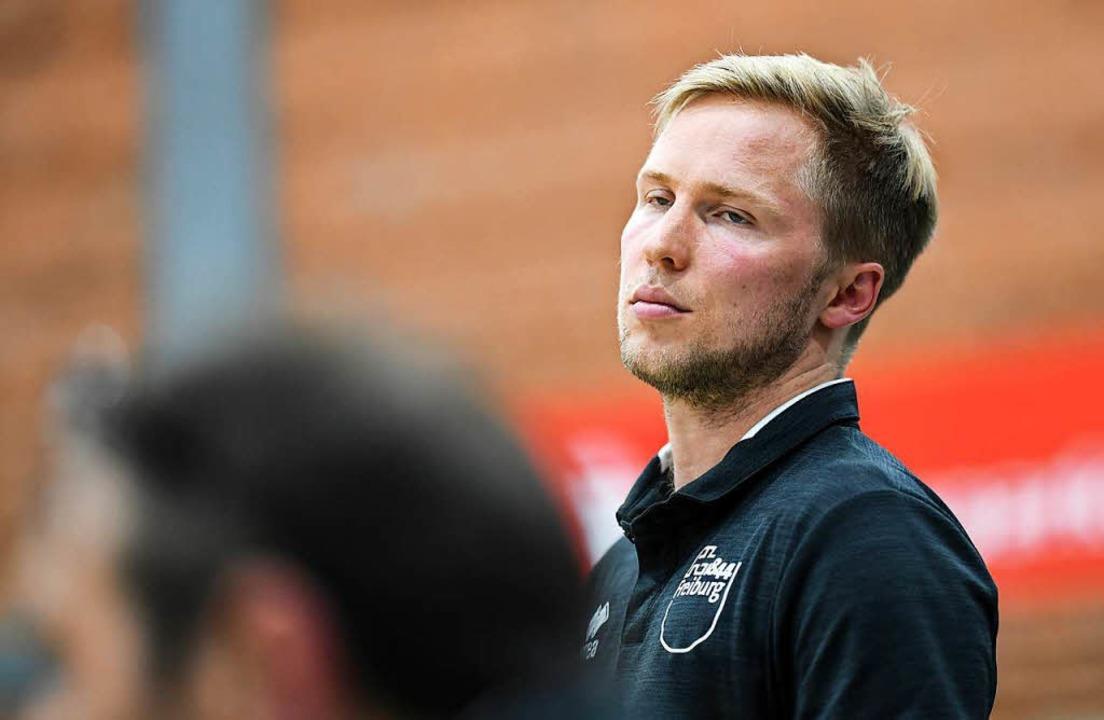 Trainer Jakob Schönhagen war nicht zuf...dem Spiel seiner Mannschaft in Mainz.   | Foto: Patrick Seeger