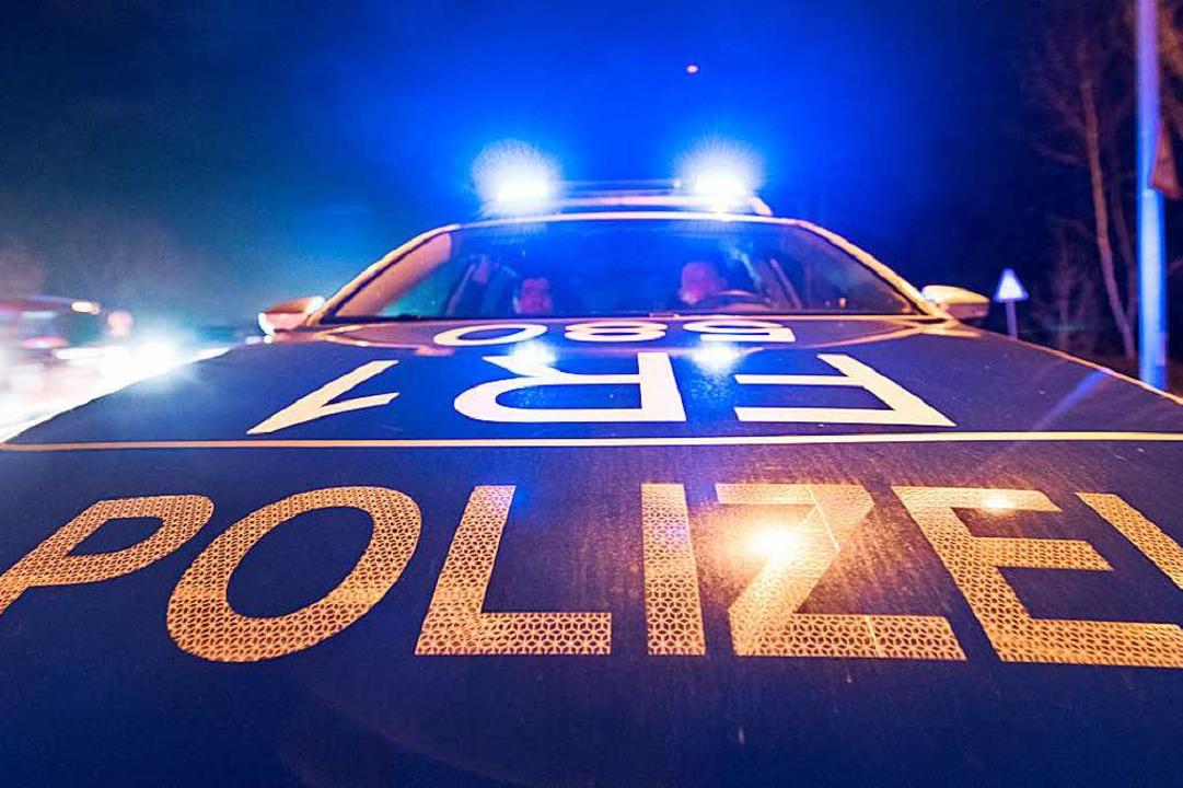 Die Polizei sucht nach den beiden Räubern, die um die 18 Jahre alt sein sollen.    Foto: dpa