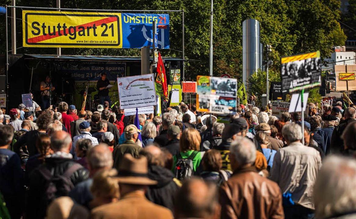 Bis zu 2000 Teilnehmer bei Demo zum 8. Jahrestag der Schlossgarten-Räumung  | Foto: dpa