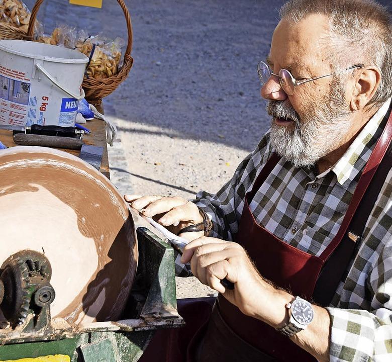 Die alte Handwerkskunst der Messer- un...graden boten Augen- und Gaumenschmaus.    Foto: Hildegard Siebold
