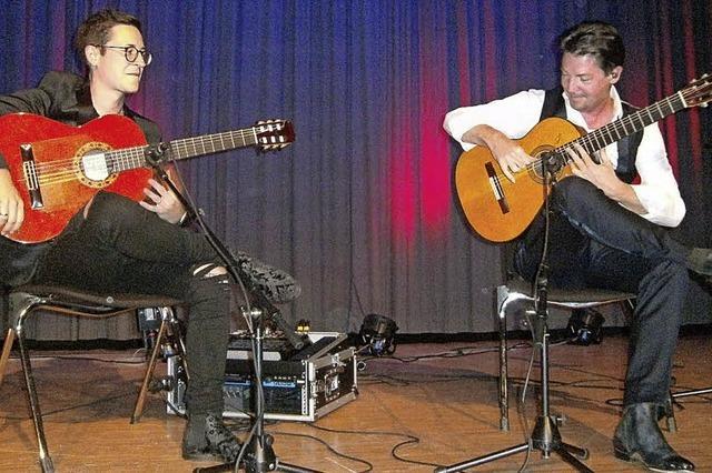 Wilde musikalische Reise auf zwei Gitarren durch Europa