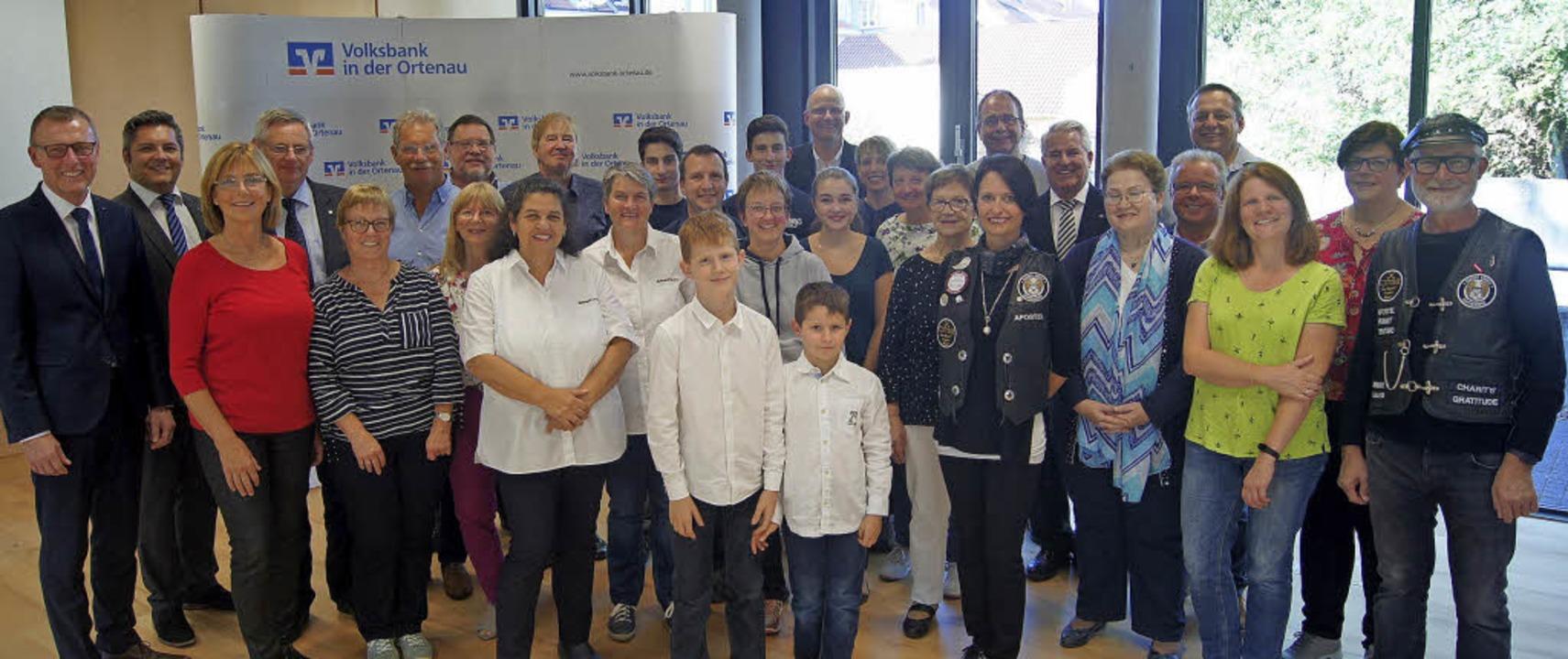 Mehrere Initiativen und Vereine wurden von der Volksbank in der Ortenau geehrt.   | Foto: Carola Bruhier