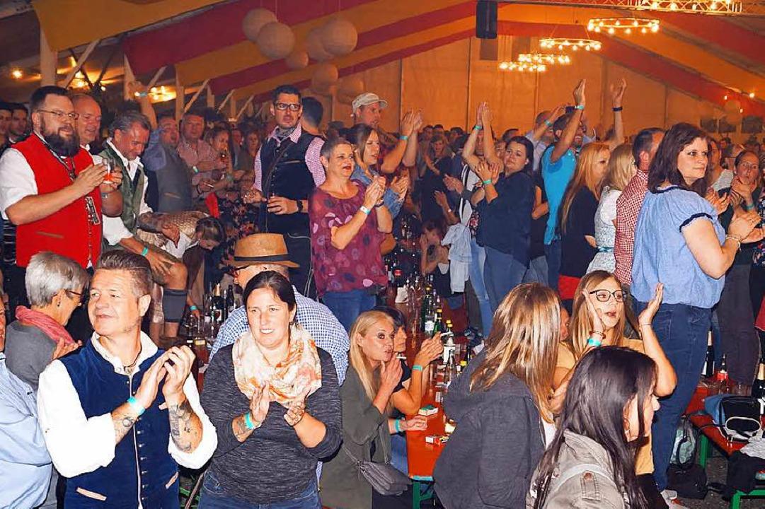 Da hielt es fast niemanden mehr auf de...einmal mehr Höhepunkt des Winzerfests.  | Foto: Silke Hartenstein