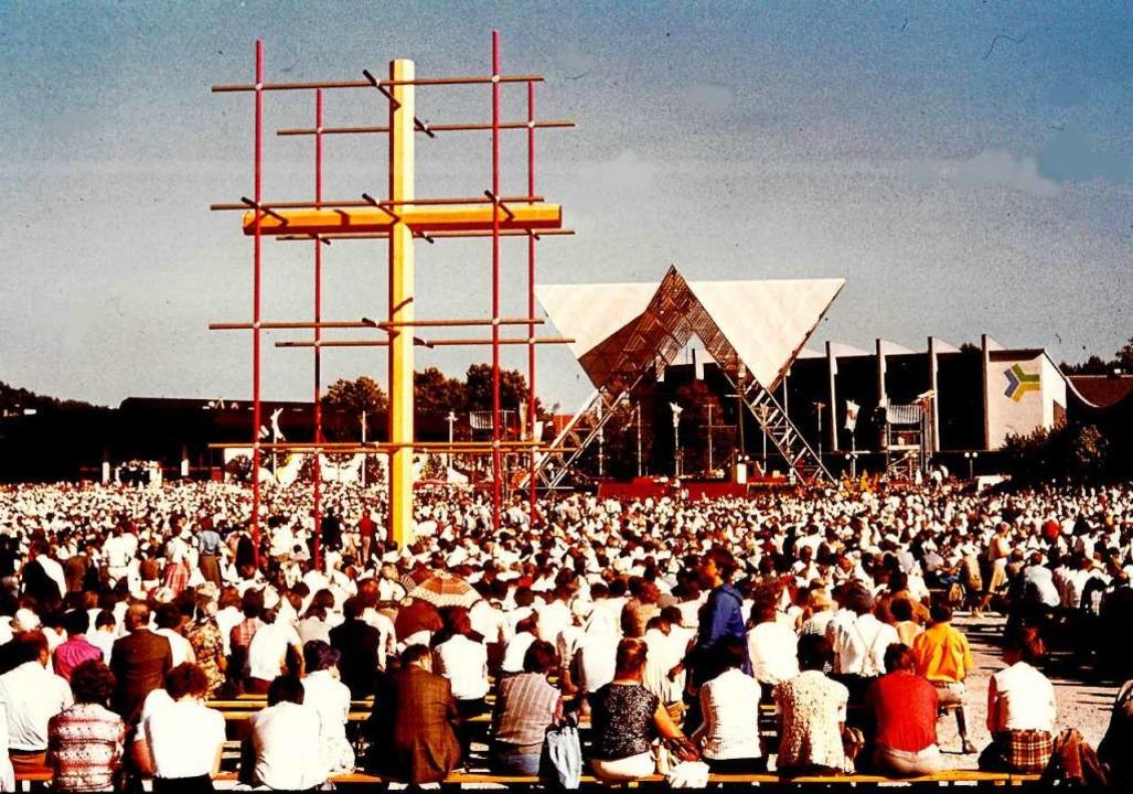 Mehr als 60000 Menschen kamen im Septe...ldfahrstraße nach St. Ottilien steht.   | Foto: Archiv Hans Sigmund