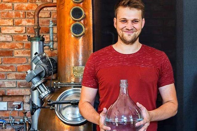 Marcel Weiß aus Bahlingen destilliert Obstbrände