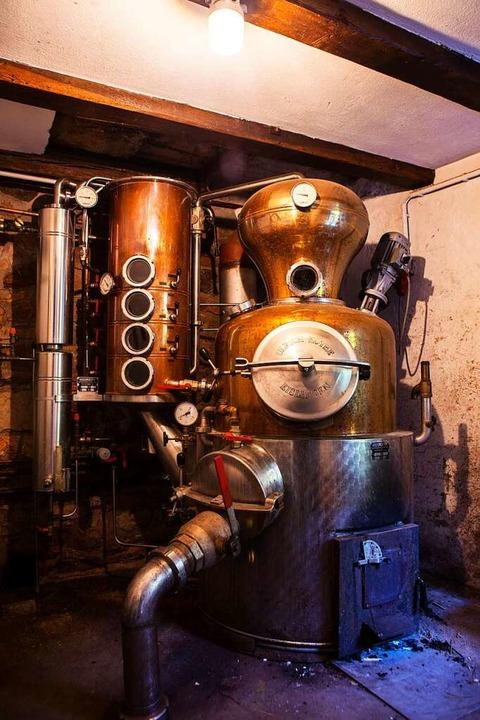 Wo der Marcel Weiß seine Brände macht: der Raum mit der Destille.   | Foto: Joss Andres