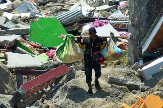 Neue Bilanz: Mehr als 1200 Tote nach Tsunami in Indonesien