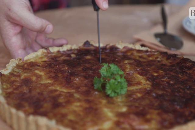 Video: Wie backt man eine Käsequiche?