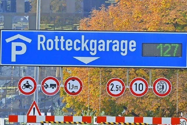 Hinweise direkt an einigen Freiburger Parkhäusern funktionieren