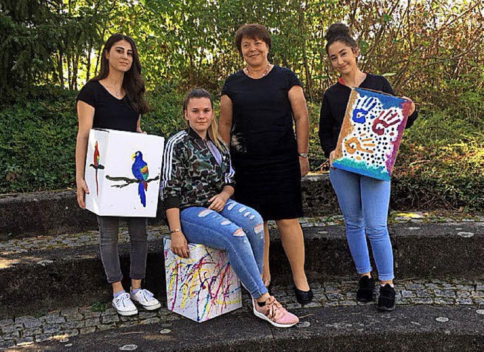 <BZ-FotoAnlauf>Furtwängler-Schule: </B...Anlauf>Kreative Sitzhocker aus Karton   | Foto: Schule