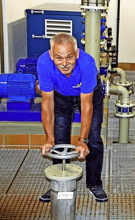 Wenn Wassermeister Edwin Schwär diesen...ht, ist ganz Kirchzarten ohne Wasser.     Foto: Gerhard Lück