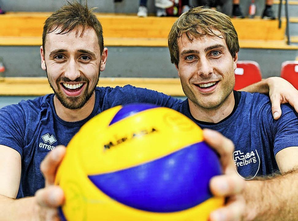Zwei Männer, ein Ball: Tobias Nolte (l...den Sprung aus der Zweiten geschafft.   | Foto: Seeger