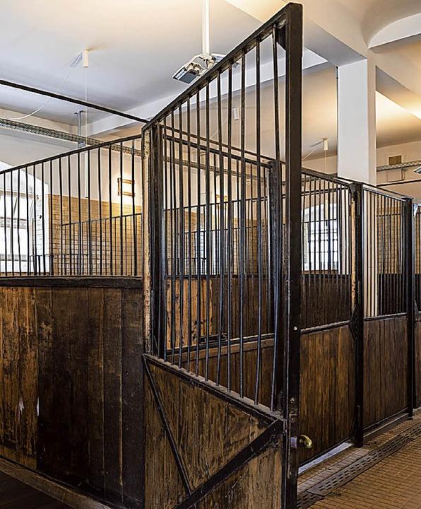 Bald ein Ort der Begegnung: die  Boxen des denkmalgeschützten Pferdestalls  | Foto: Markus Herb