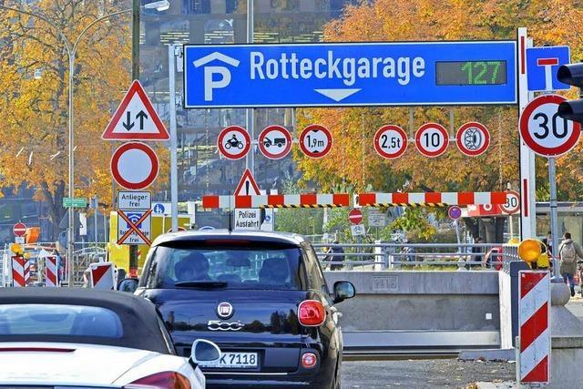 Hinweise an Freiburger Parkhäusern sind in Betrieb
