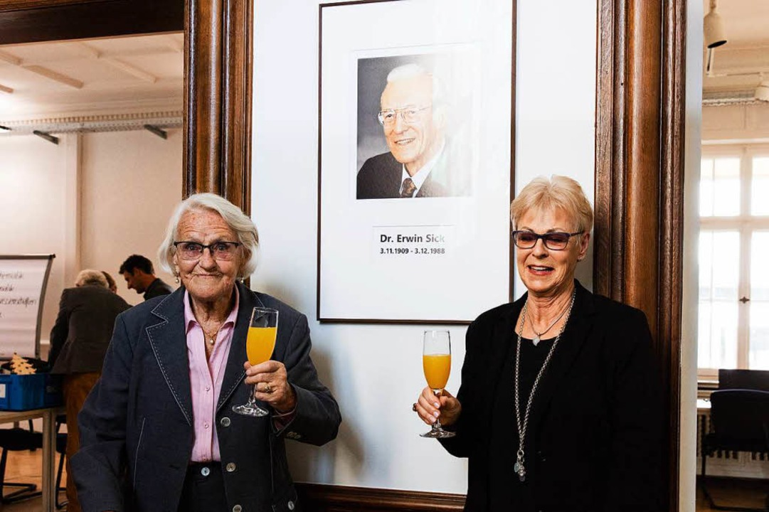 Impressionen von der Eröffnung des Dr....s: Gisela Sick und Renate Sick-Glaser.    Foto: Gabriele Zahn