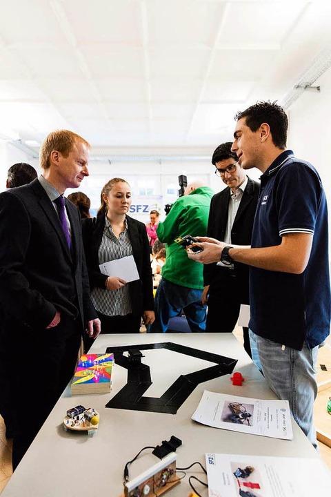 Impressionen von der Eröffnung des Dr. Erwin Sick Schülerforschungshauses.    Foto: Gabriele Zahn
