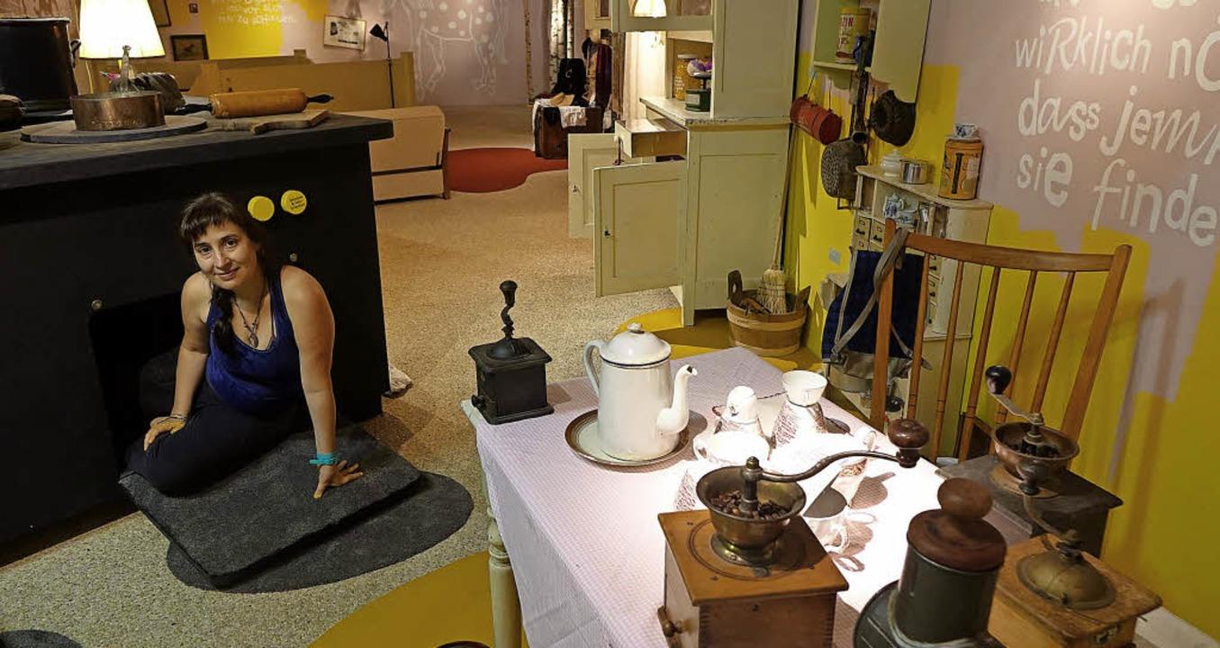 Besucher dürfen auch in einen überdime...am Cohn vom Museumsteam macht es vor.   | Foto: Roswitha Frey