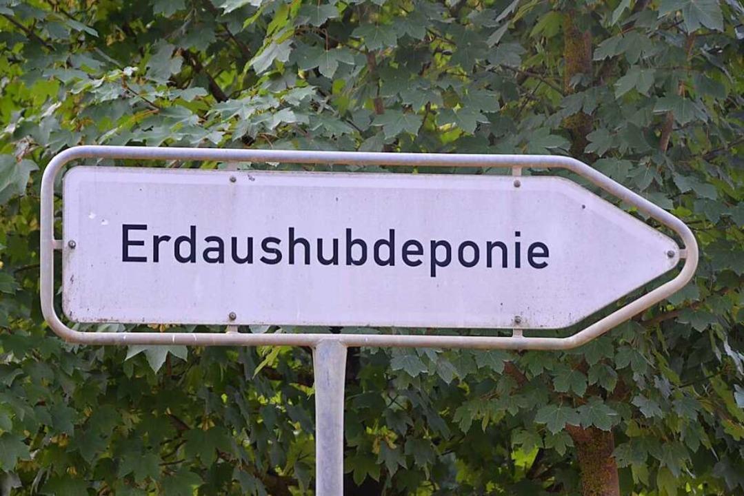 Der Erdaushub müsse bis zu 150 Kilomet...mentiert Baubürgermeister Martin Haag.  | Foto: Andrea Gallien