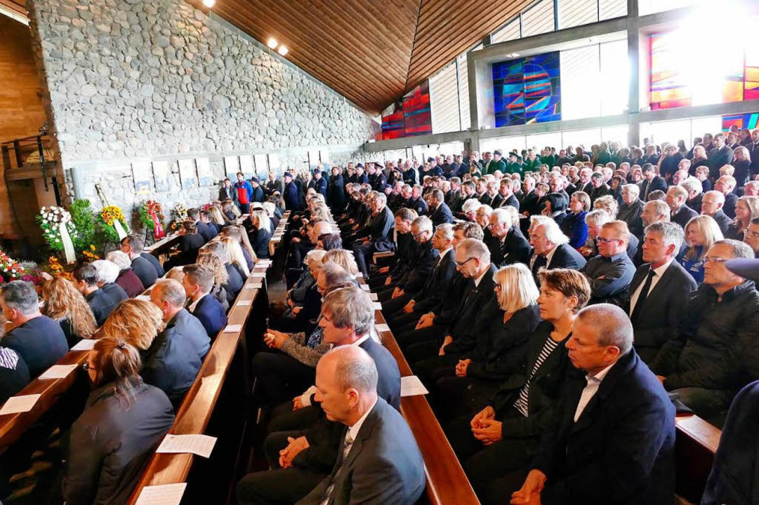 Hunderte waren in die Feldbergkirche gekommen, um Abschied zu nehmen.  | Foto: Tanja Bury