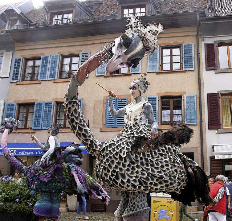 Keine Angst vor großen Tieren sollte h...Staufen  durch das Städtchen streifte.  | Foto: Hans Jürgen Kugler