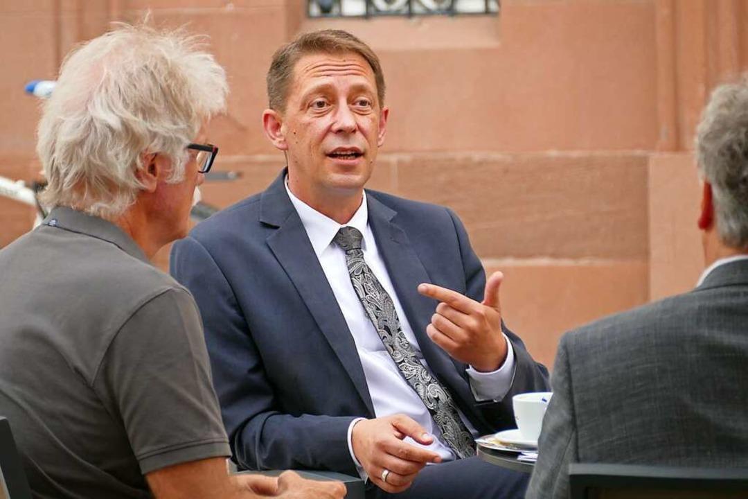 Ralf Özkara im Gespräch mit der BZ-Redaktion  | Foto: Helmut Seller