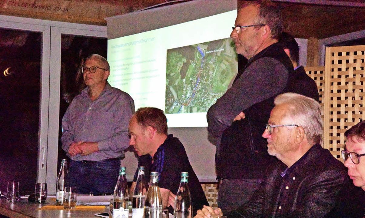 Publikumsdiskussion mit der BIT-Ingeni...te Weiher nach der Projektdarstellung.    Foto: Hans Meidhof