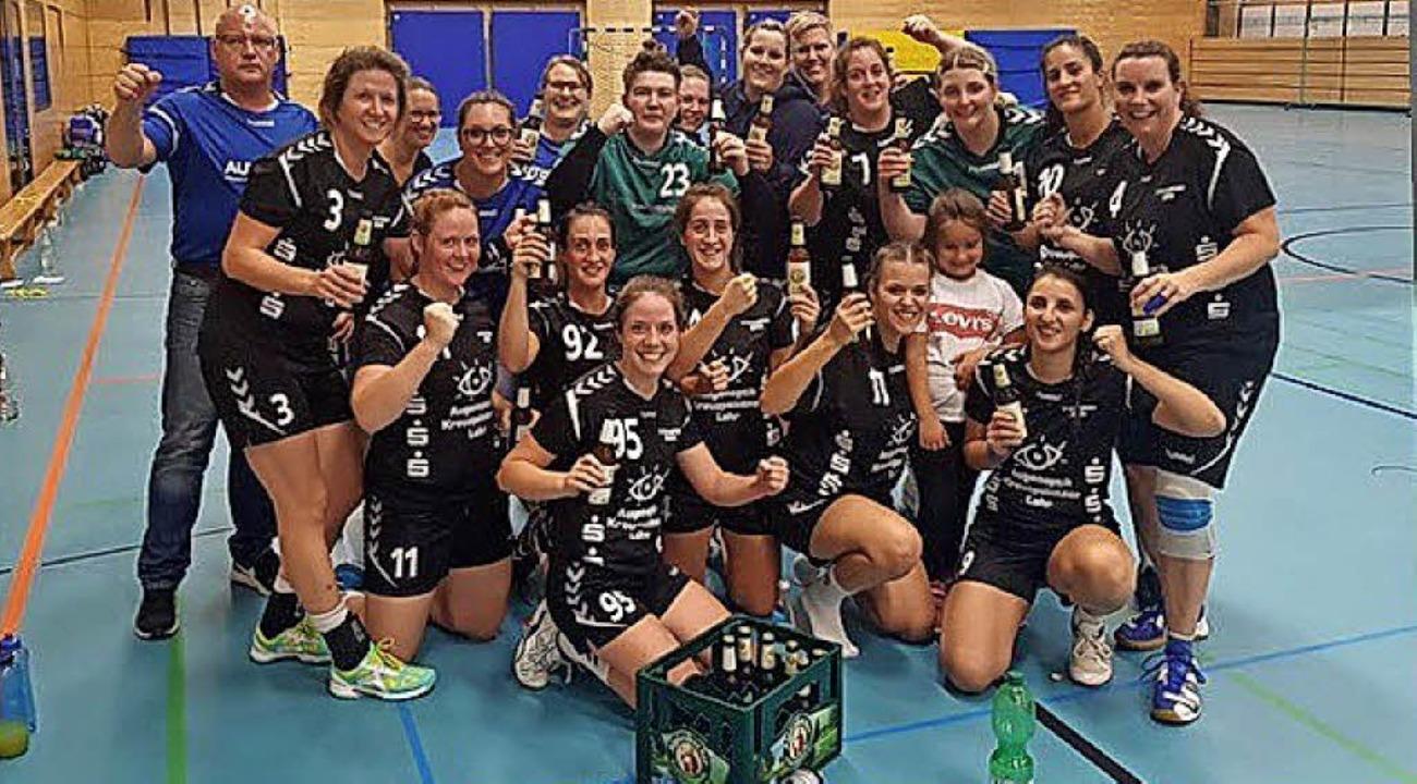 Ralf Mättler und das Friesenheimer Han...ch dem ersten Sieg in der Landesliga.     Foto:  Privat