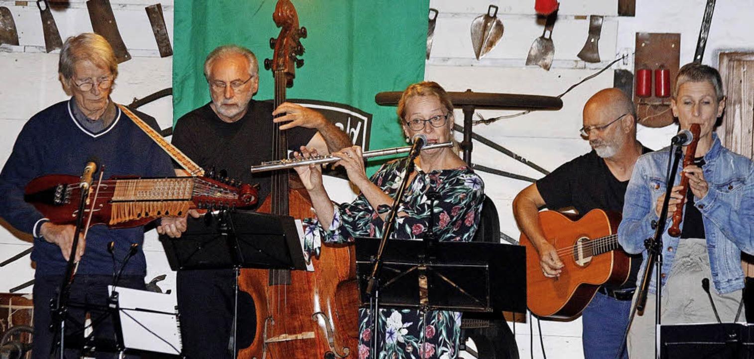 Einen Ausflug in die Musikgeschichte unternahmen die Musiker mit ihren Zuhörern.  | Foto: Alfons Vögele