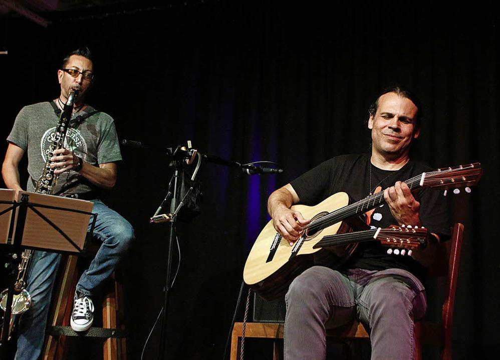 Isam Shéhade mit Bassklarinette und At...tiftskeller musikalisch innere Filme.   | Foto: Heidi Fößel