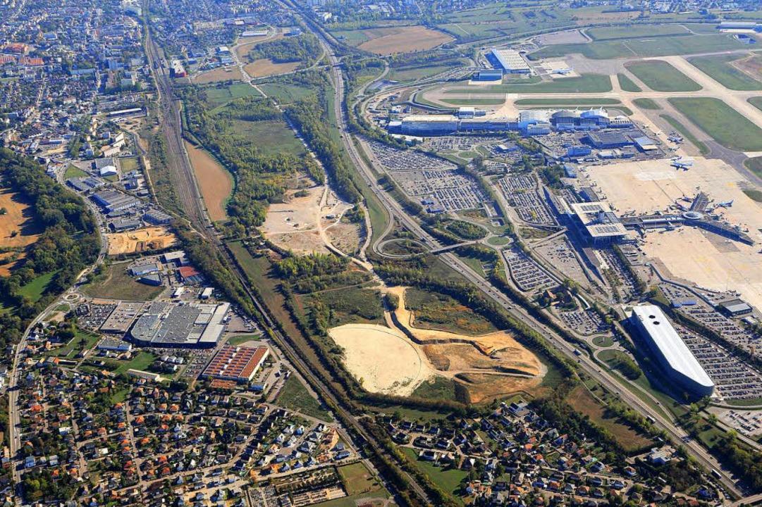 Die Anbindung des EAP (rechts) an die ...Euro3Lys, unten  das  Quartier Neuweg.  | Foto: Erich Meyer