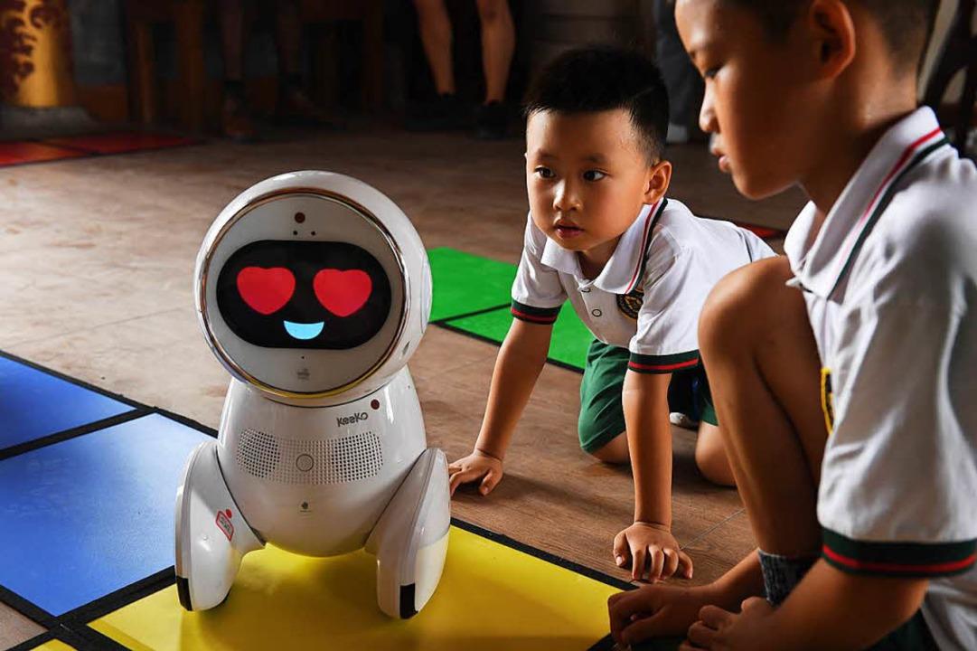 Keeko stellt Fragen –  antworten...r korrekt, dann leuchten seine Augen.     Foto: AFP