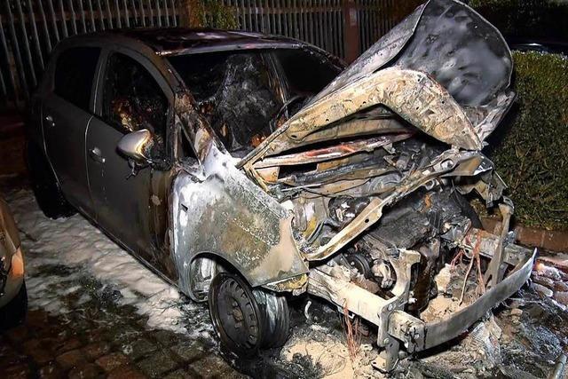 Mahlberger Rathausmitarbeiterin sitzt in der Gemeinderatssitzung und draußen brennt ihr Auto ab