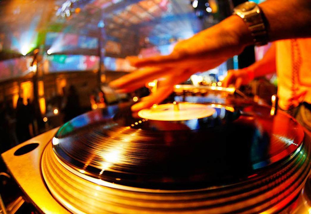 Selbst mal DJ sein? Ein neues Format i...shorn macht dies möglich (Symbolbild).    Foto: Johannes Eisele/DPA