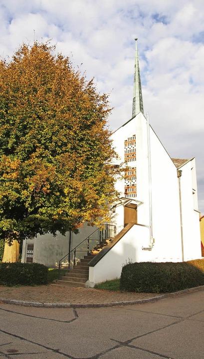Starker Baum: Die evangelisch-lutheris...ive Bilanz der vergangenen zehn Jahre.  | Foto: Gabriele Poppen