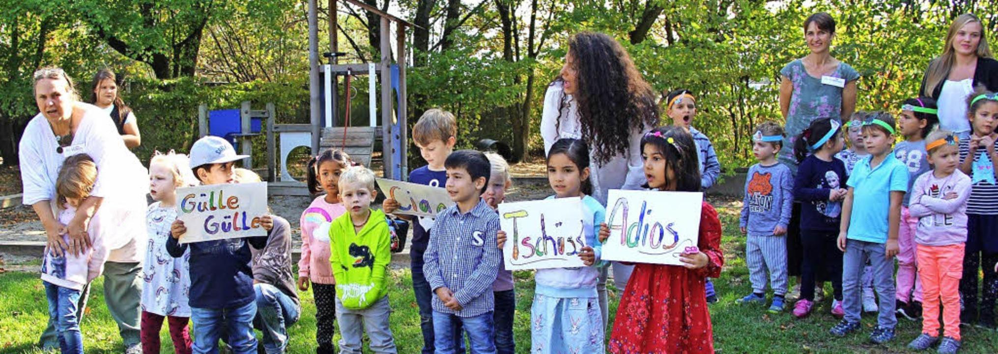 Viele Sprachen sprechen die rund 70 Ki...ich auch beim Kindergartenfest zeigte.  | Foto: Horst David