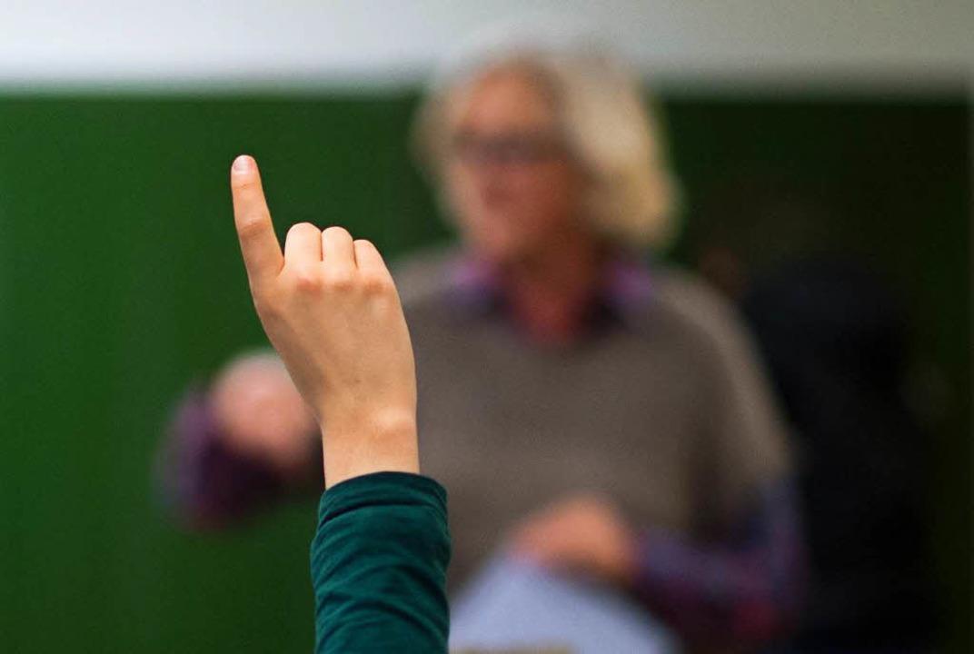 Eine lebendige Diskussion in den Klassenzimmern darf auch politisch werden.  | Foto: dpa