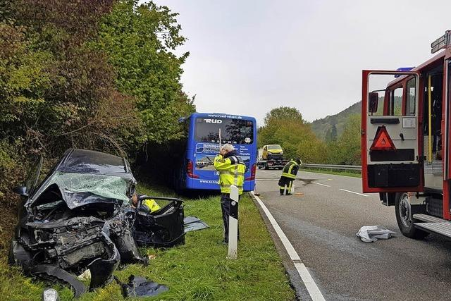 Golf-Fahrer nach Unfall in Lebensgefahr