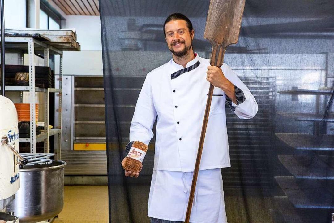 Bäcker Simon Fritz in seiner Bäckerei in Weil am Rhein.   | Foto: Joss Andres