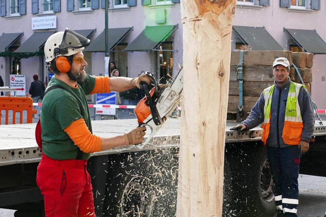 Künftig darf nur noch der Werkhof die ...Weihnachtsbäume in Lörrach aufstellen.  | Foto: Jannik Jürgens