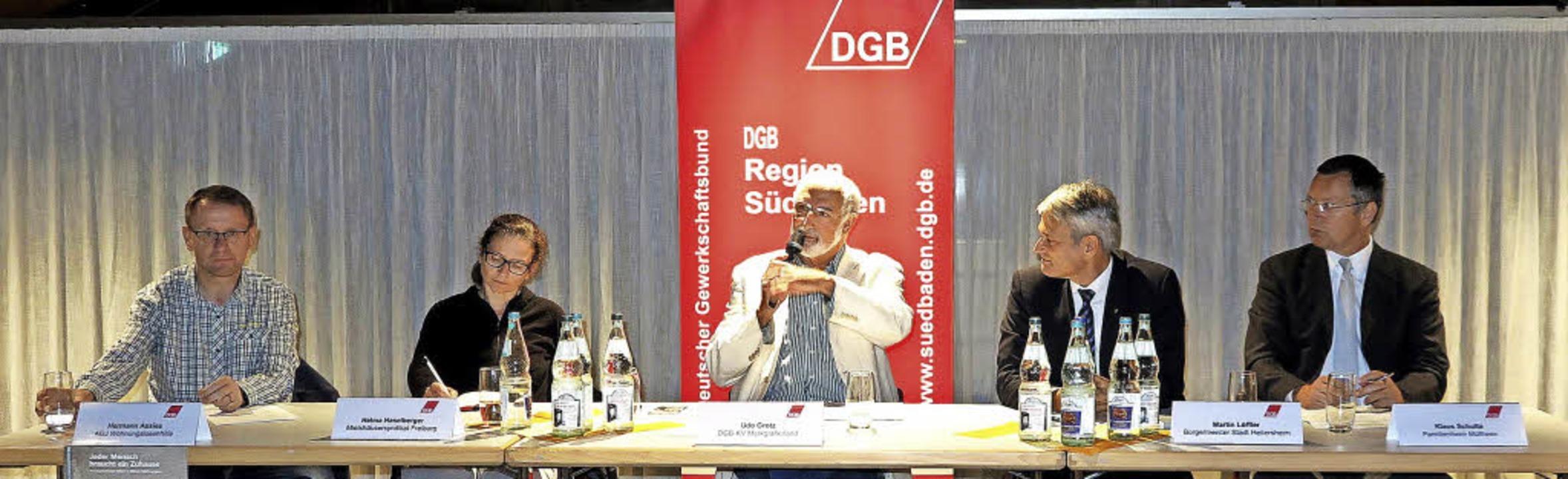 Auf dem Podium, zu dem der DGB  eingel...tsführer Familienheim Markgräflerland)  | Foto: Philipp
