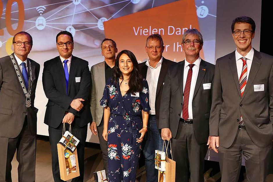 Gruppenbild mit Dame: (von links) Klaus Eberhardt, Ossman Krini, Jens Libbe, Marielisa Padilla, Klaus Nerz, Eckhart Hanser und Elmar Wendland (Foto: Ralf H. Dorweiler)