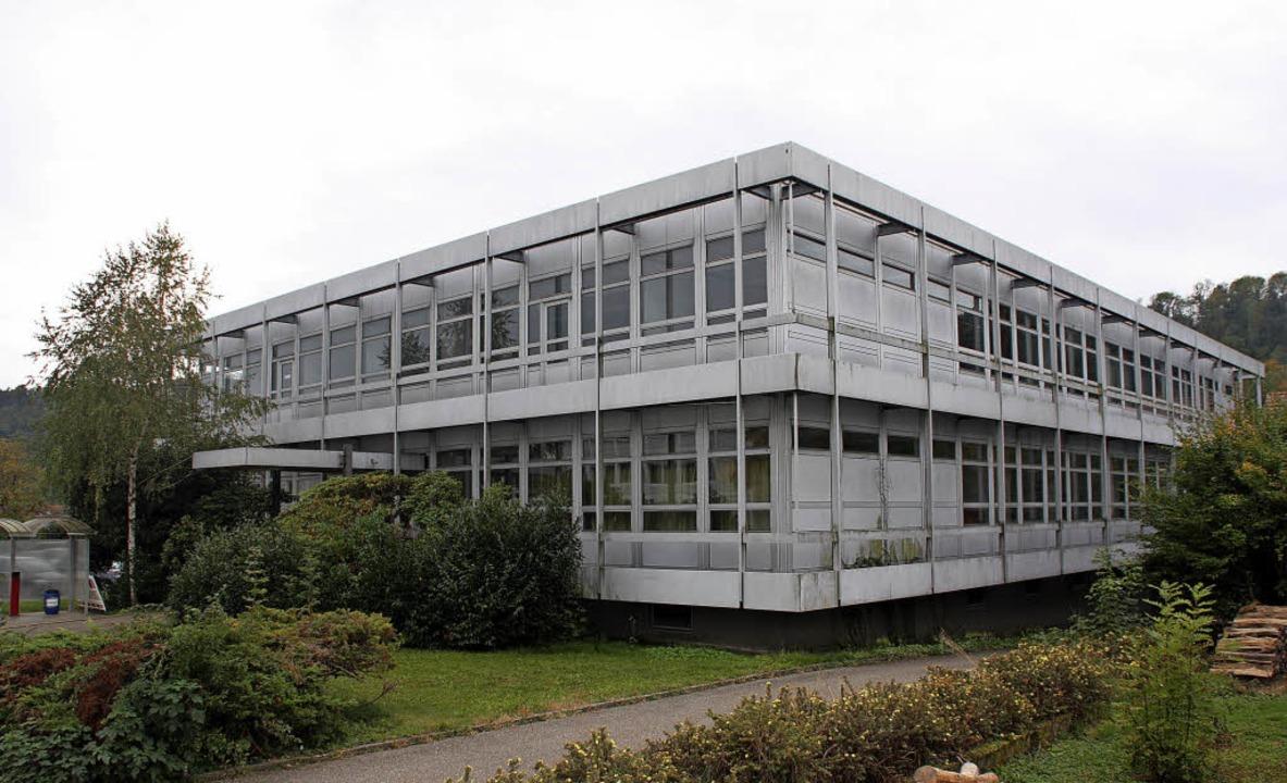 Das ehemalige Lehrgebäude der Novartis...au zu einem Obdachlosenheim geeignet.   | Foto: Gerd Leutenecker